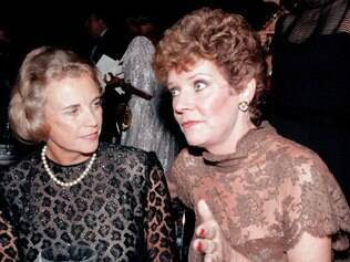 FILE - In this Oct. 3, 1984, file photo, U.S. Supreme Court Justice Sandra Day O'Connor, left, speaks with actress Polly Bergen at a National Women's Forum dinner in Washington. Bergen, an  Emmy-winning actress and singer, who in a long career played the terrorized wife in the original