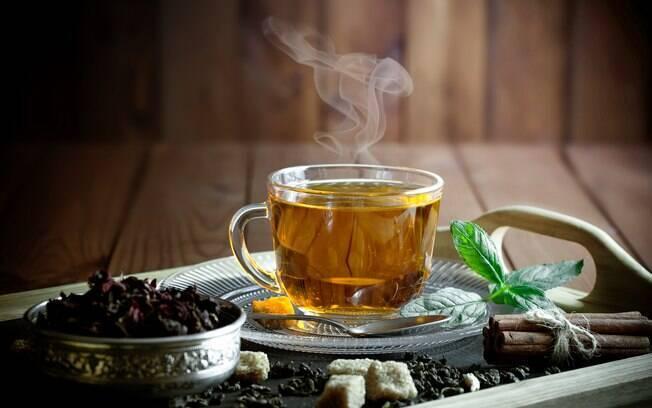 É bom não tomar chá durante a manhã