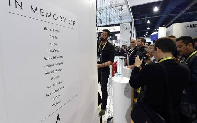 De origem francesa, a Parrot fez questão de prestar sua homenagem aos cartunistas mortos no atentado na Charlie Hebdo