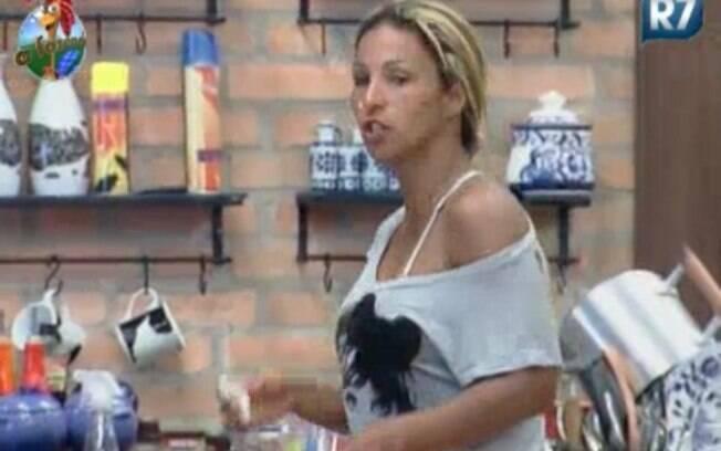 Valesca fala sobre as brincadeiras de Raquel