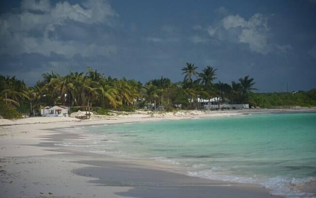 Uma das ilhas remotas mais completas da lista, Anguilla oferece uma vida noturna agitada e até mesmo campos de golfe