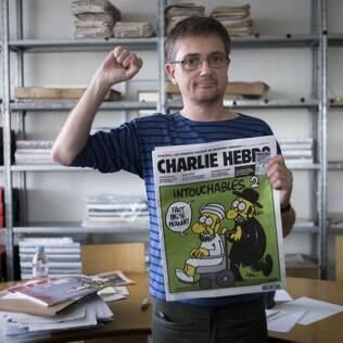 Charlie Hebdo, conhecido como Charb, mostra capa polêmica. Charb foi morto no ataque