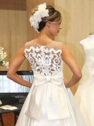 Detalhe de vestido de Solaine Piccoli: inspiração nas divas do cinema