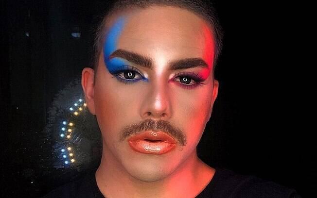 Kaue Oliveira tem conquistado seguidores com seus vídeos sobre maquiagem