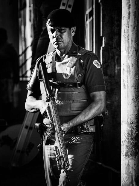 Sargento PM Vallilo durante a patrulha