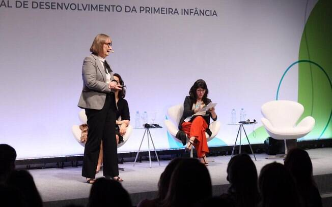 Helen Raykes fala em painel com Cristina Mori, no VIII Simpósio Internacional de Desenvolvimento na Primeira Infância