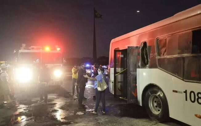 Ônibus foi queimado por manifestante