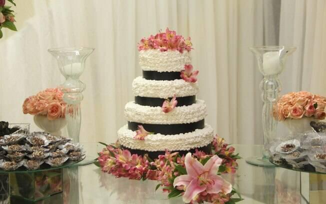 Bolo de casamento da Igreja Cristã Contemporânea