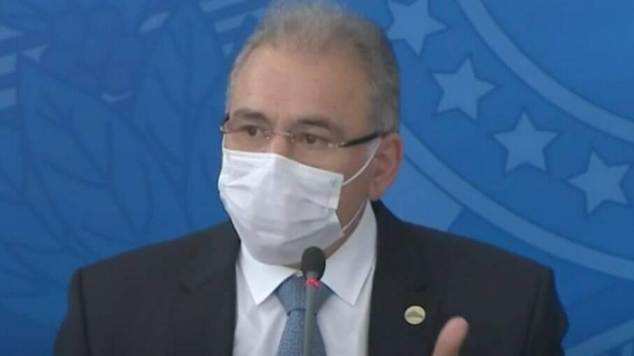 Queiroga pede apoio a embaixador dos EUA para aquisição de vacinas e insumos