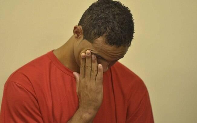 Ex-goleiro Bruno chora durante julgamento na manhã desta terça-feira (5)