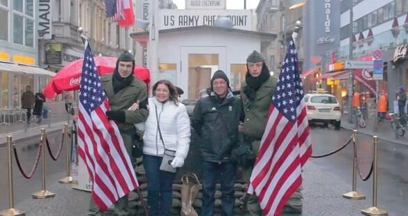 Memórias da Guerra Fria: conheça o Checkpoint Charlie, em Berlim