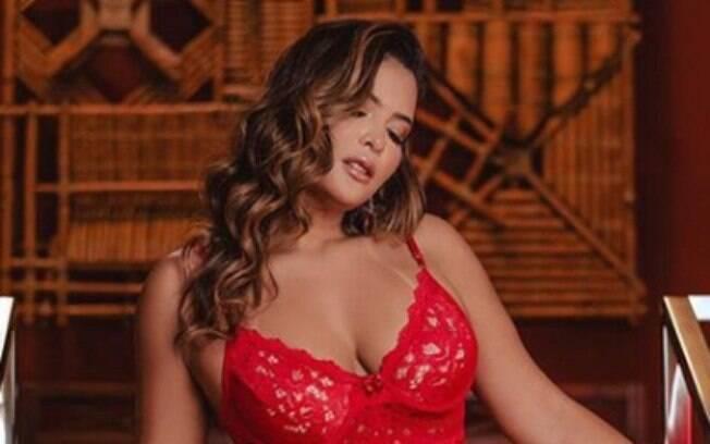Geisy Arruda ferveu a web ao surgir provocante em ensaio fotográfico só de lingerie