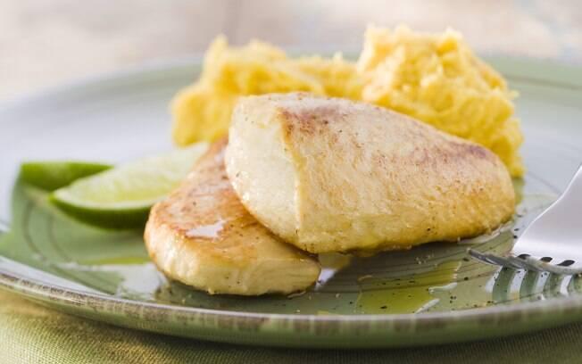 Foto da receita Filé de pintado com purê de banana-da-terra pronta.