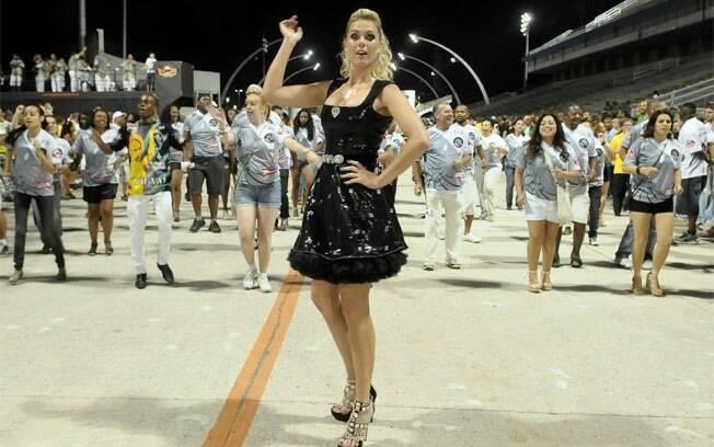 Ana Hickmann no 1º ensaio técnico da Vai-Vai para o carnaval 2012
