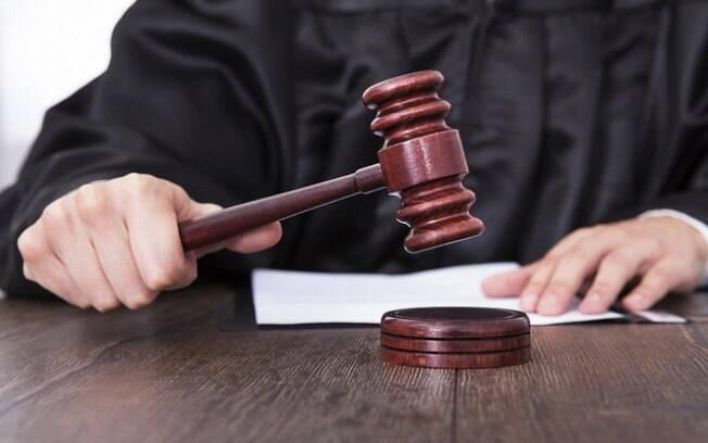 Os juízes dos condados da Califórnia são eleitos e podem ser afastados com um determinado número de assinaturas