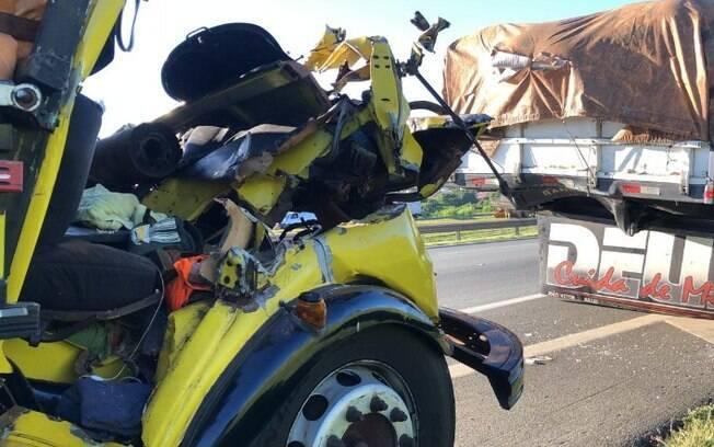 Motorista morre após acidente entre caminhões na Bandeirantes, em Campinas