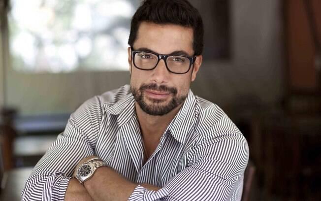 Fernando Torquato brinca que pesar demais na expressão pode deixar a mulher