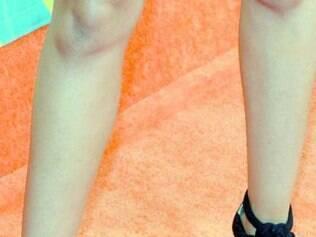 Atriz norteamericana Tia Mowry-Hardrict usa sapatos Jimmy Choo
