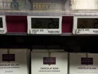 Supermercado usa fotos de pessoas negras para identificar o chocolate