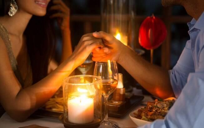Jantar em um lugar tranquilo pode ser o primeiro passo para uma noite de sexo quente