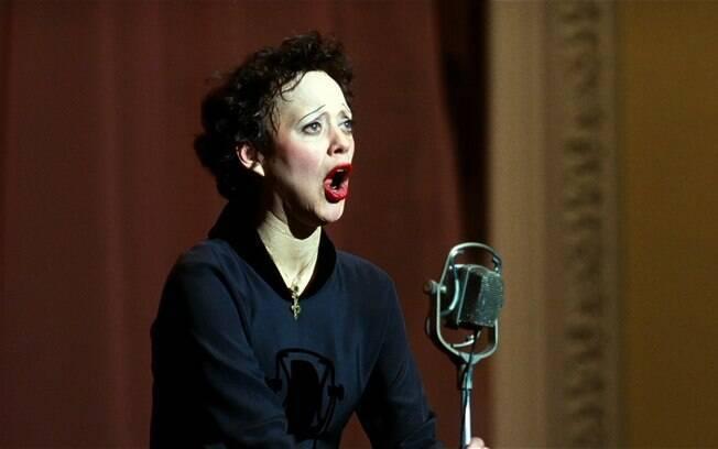 """Cena do filme  """"Piaf - Um Hino ao Amor"""" com Marion Cotillard, que inspirou o espetáculo"""