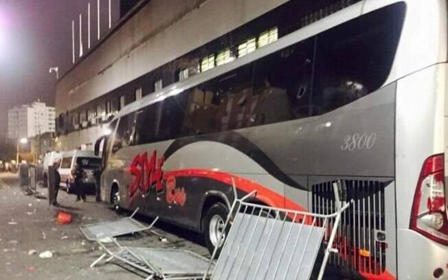 Ônibus do Santos é depredado pela torcida