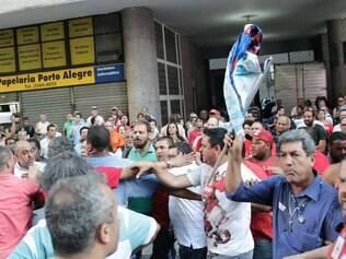 RJ - PROTESTO/PETROBRAS/FUP  - ECONOMIA - Protesto na FUP  (Federação Única dos Petroleiros), em conjunto com as centrais sindicais, em defesa     do pré-sal e da Petrobras, na tarde desta terça-feira (15), na sede da Associação Brasileira de     Imprensa (ABI), no centro do Rio de Janeiro. O evento reuniu ainda  sindicalistas, advogados,     jornalistas e intelectuais. O ex-presidente Luiz Inácio Lula da Silva era esperado no evento.     24/02/2015 - Foto: PAULO CAMPOS/ESTADÃO CONTEÚDO
