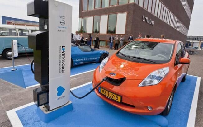 A Holanda quer ter apenas carros elétricos à venda a partir de 2025, encerrando a comercialização de modelos com motor a combustão - inclusive os híbridos.