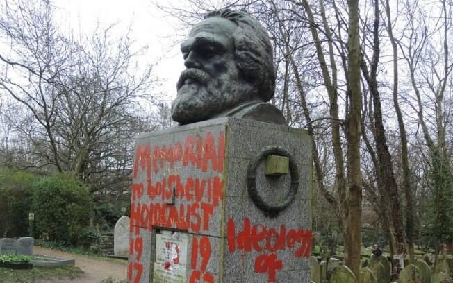 Karl Marx, que viveu de 1818 a 1883, escreveu sobre ideias revolucionárias relacionadas a lutas de classes