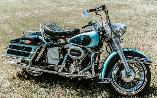 Harley-Davidson de Elvis Presley mescla o verde água quase fluorescente com detalhes em preto