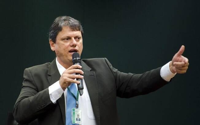 Tarcísio de Freitas, ministro de Infraestrutura, afirmou que governo pode privatizar ou leiloar cerca de cem estatais