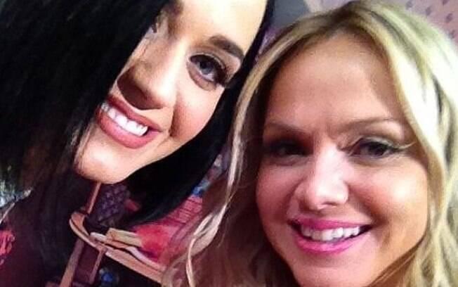 """Olha ela que linda... Super simpática!!! Ameiii!"", escreveu Eliana após tietar Katy Perry"