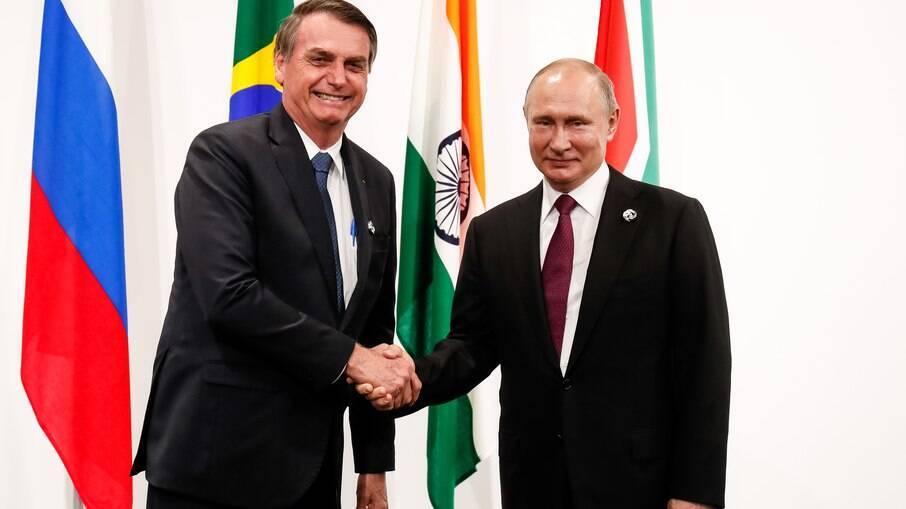 Bolsonaro planeja conversa com Putin para 'resolver impasse' da vacina Sputnik V