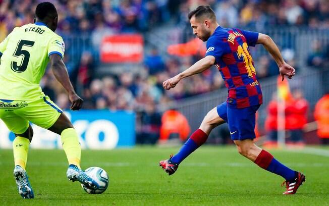Barcelona vence Getafe e encosta no Rea Madrid