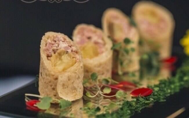 Mini wrap de abacaxi caramelizado com pastrame (menu Héstia)
