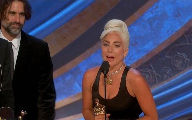 Lady Gaga  ao ganhar o Oscar de Canção Original por Shallow