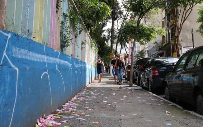 Mais de R$ 12 mil já foram apreendidos com cabos eleitorais, além de cinco veículos e de materiais usados para campanha.