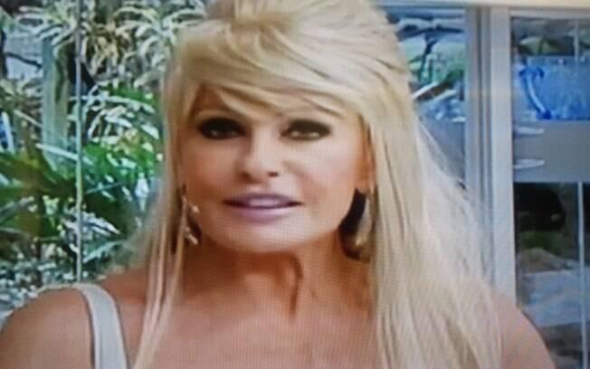Ana Maria Braga aparece com peruca loira em seu programa