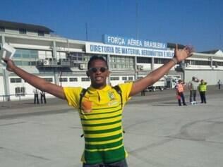 Eto'o posta foto na pista de pouso do aeroporto no Rio de Janeiro