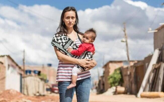 A arquiteta Carina Guedes com a filha de dez meses; opção por formar grupos exclusivos de mulheres, diz, busca 'tornar experiência menos intimidadora e mais informal'