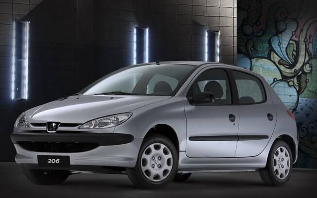 Peugeot 206 da década passada vinha equipado com o mesmo motor 1.0 16V do Renault Clio, mas isso é passado