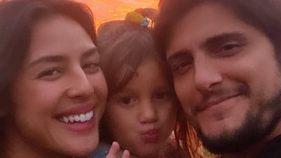 Yanna Lavigne e Bruno Gissoni com a filha  Madalena