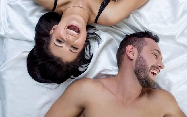 Depois que o casal descobre que o pum vaginal é totalmente normal, o momento acaba se tornando uma descontração