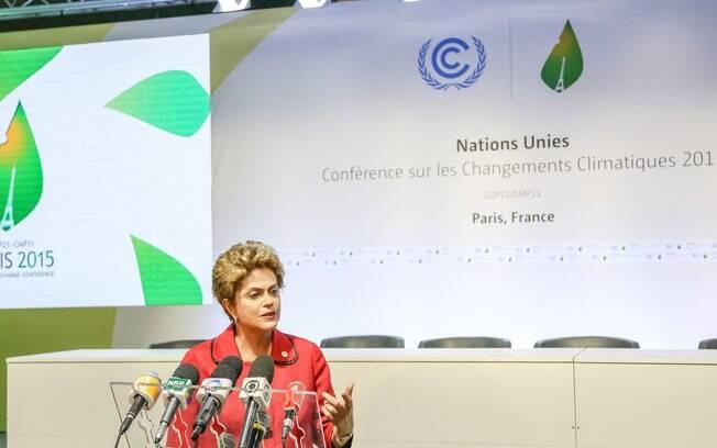 Dilma discursa em evento sobre o clima em Paris