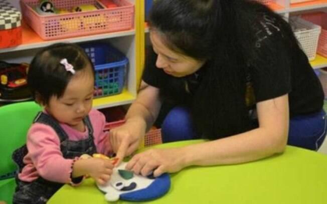 Crianças a partir de oito meses de idade já recebem treinamento para entrevistas em creches