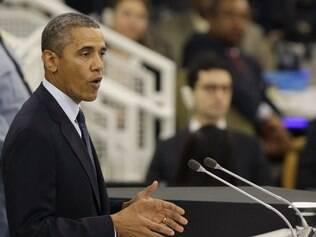 Na fila de votação nos EUA, namorado ciumento 'enfrenta' Obama