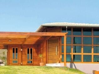 Tendência. Construções unem madeira e vidro blindex na fachada, tamanho mais pedido é de 150 m²
