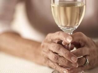 Sem brindes: alcoolismo aumenta na maturidade