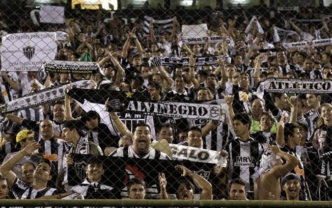 Torcida do Atlético-Mg compareceu em bom  número no Paraguai
