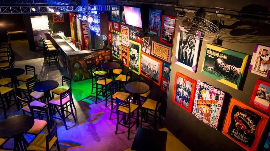 O Season One Arts&Bar é dedicado principalmente aos fãs das séries que gostam de manter contato com esse universo